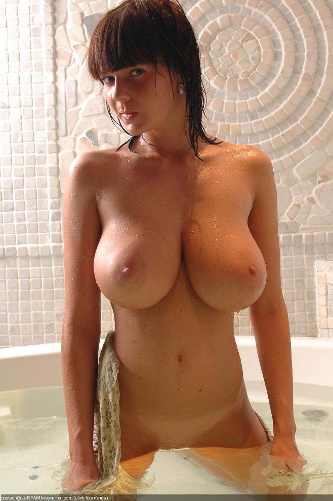 Порно фото стройных с грудями