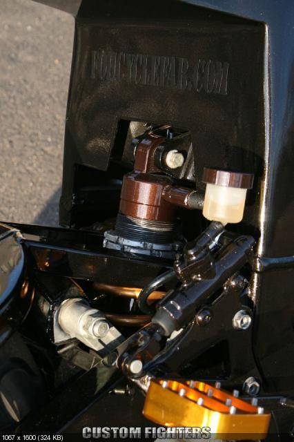 Стритфайтер Shit Bomb на базе Suzuki GSXR 1988