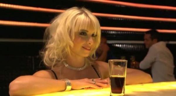 Красивейшая крошка пришла в бар, чтобы хорошенько потрахаться / Mia Magma (2011) DVDRip
