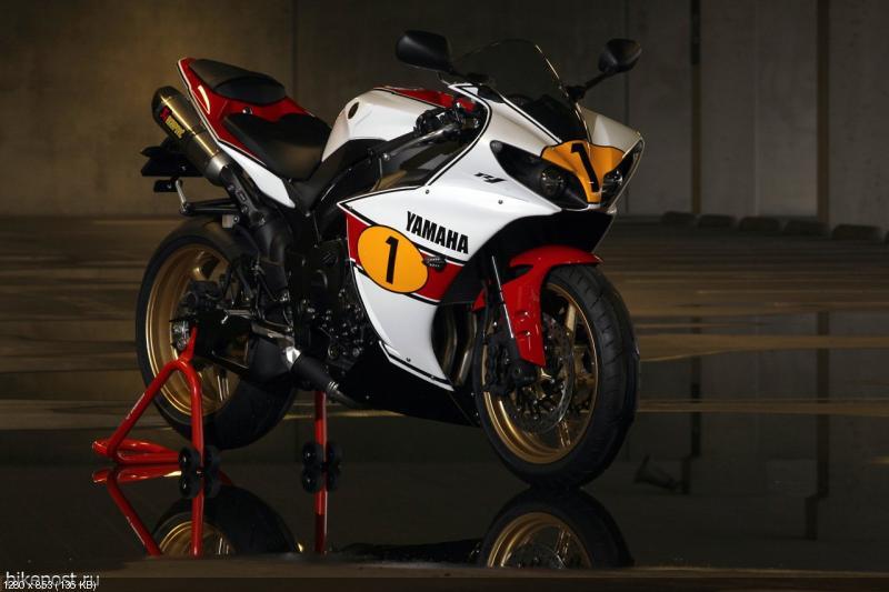 Спортбайк Yamaha YZF-R1 Джакомо Агостини Эдишн