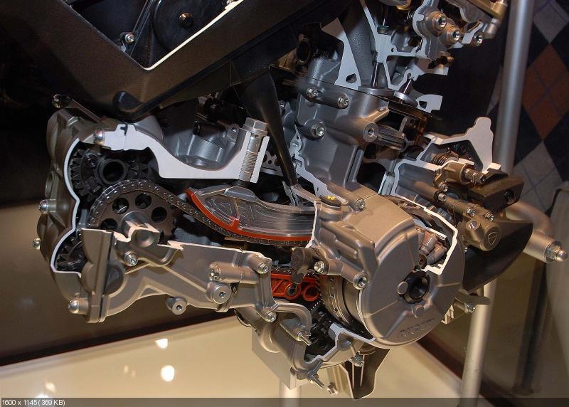 Фотографии двигателя Ducati Superquadro